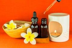 Ουσιαστικό πετρέλαιο Aromatherapy και ο καυστήρας Στοκ Εικόνες