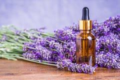 ουσιαστικό lavender πετρέλαιο στοκ εικόνες με δικαίωμα ελεύθερης χρήσης