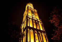 ΟΥΤΡΕΧΤΗ, ΚΑΤΩ ΧΏΡΕΣ - 18 ΟΚΤΩΒΡΊΟΥ: Αρχαία ευρωπαϊκή εκκλησία με το νυχτερινό φωτισμό Ουτρέχτη - Ολλανδία Στοκ φωτογραφία με δικαίωμα ελεύθερης χρήσης