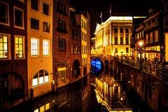 ΟΥΤΡΕΧΤΗ, ΚΑΤΩ ΧΏΡΕΣ - 18 ΟΚΤΩΒΡΊΟΥ: Οδοί πόλεων νύχτας Ουτρέχτη - Κάτω Χώρες Στοκ Εικόνες