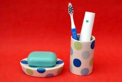 λουτρό εξαρτημάτων ταμπλέτα, οδοντόπαστα, & οδοντόβουρτσα σαπουνιών Στοκ εικόνα με δικαίωμα ελεύθερης χρήσης