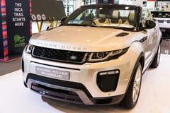 12$ου το 2011 6ο καναρινιών αυτοκινήτων Λονδίνο motorexpo Δευτέρας Ιουνίου μια Κυριακή Range Rover στην αποβάθρα Στοκ εικόνα με δικαίωμα ελεύθερης χρήσης
