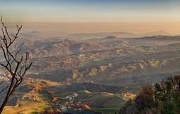 λοφώδης επαρχία το χειμώνα στοκ φωτογραφία