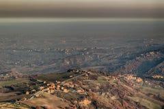 λοφώδης επαρχία το χειμώνα στοκ εικόνες