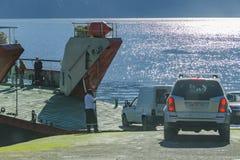 Οχήματα που εισάγονται στο πορθμείο Στοκ Φωτογραφία