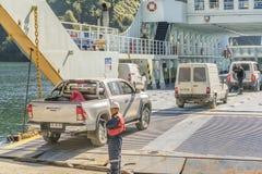 Οχήματα που εισάγονται στο πορθμείο Στοκ Εικόνες