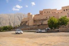 Οχυρό και υπαίθριος σταθμός αυτοκινήτων Nahkal με τους τουρίστες στοκ εικόνα