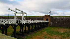 Οχυρό George, Iνβερνές, Ηνωμένο Βασίλειο †«στις 20 Αυγούστου 2017: Γέφυρα κυριών είσοδος του George ` s οχυρών, απόθεμα βίντεο