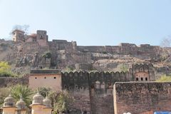 Οχυρό Ranthambore που τοποθετείται σε έναν λόφο στοκ φωτογραφία με δικαίωμα ελεύθερης χρήσης