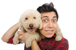 Ο άνδρας με το σκυλί που απομονώνεται νεαρός στο λευκό Στοκ Εικόνα