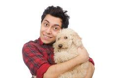 Ο άνδρας με το σκυλί που απομονώνεται νεαρός στο λευκό Στοκ φωτογραφία με δικαίωμα ελεύθερης χρήσης