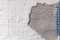 Ο άσπρος τοίχος ράγισε την αναδρομική ταπετσαρία τσιμέντου Στοκ Εικόνα