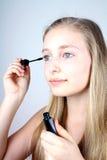 Ο έφηβος κοριτσιών με mascara αποτελεί Στοκ Εικόνες