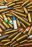 Ο έλεγχος των όπλων διορθώνει το όπλο Διαφορετικοί τύποι πυρομαχικών Το δικαίωμα στην ιδιοκτησία των πυροβόλων όπλων για την υπερ Στοκ Εικόνες
