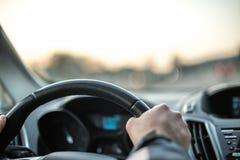 Οδήγηση αυτοκινήτων Έννοια ταξιδιού και ελευθερίας Στοκ εικόνα με δικαίωμα ελεύθερης χρήσης