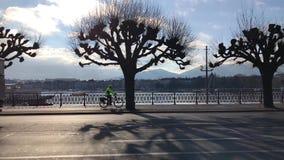 Οδήγηση αυτοκινήτων στο δρόμο Γενεύη απόθεμα βίντεο