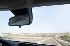 Οδήγηση ενός αυτοκινήτου στο δρόμο Στοκ φωτογραφία με δικαίωμα ελεύθερης χρήσης