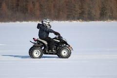 Οδήγηση ενός τετραγώνου το χειμώνα Στοκ εικόνες με δικαίωμα ελεύθερης χρήσης