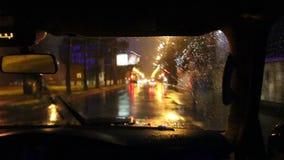 Οδήγηση κατά την άποψη πόλεων νύχτας timelapse από την καμπίνα αυτοκινήτων απόθεμα βίντεο