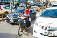 Οδήγηση μηχανικών δίκυκλων στην Ταϊλάνδη Στοκ Εικόνες