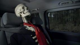 Οδήγηση πτώματος στο αυτοκίνητο απόθεμα βίντεο