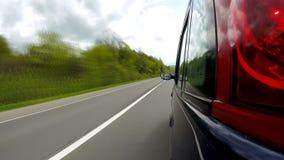 Οδήγηση στην εθνική οδό στα βουνά απόθεμα βίντεο
