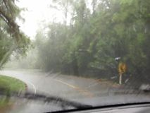 Οδήγηση στην ισχυρή βροχή Στοκ εικόνες με δικαίωμα ελεύθερης χρήσης