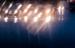 Οδήγηση στην κυκλοφορία και τη βροχή Στοκ φωτογραφίες με δικαίωμα ελεύθερης χρήσης