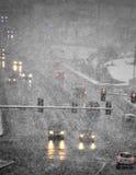 Οδήγηση στη χειμερινή θύελλα με το χιόνι χιονοθύελλας Στοκ Εικόνα