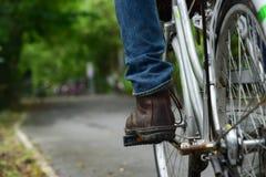 Οδήγηση του ποδηλάτου Στοκ φωτογραφία με δικαίωμα ελεύθερης χρήσης