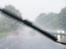 Οδήγηση υγρού καιρού Στοκ Εικόνες