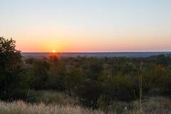 Ο ήλιος αυξάνεται πέρα από το πάρκο Kruger στοκ εικόνες