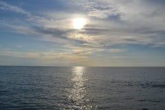 Ο ήλιος είναι κρυμμένος στα σύννεφα στοκ εικόνα