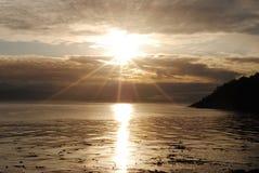 Ο ήλιος λάμπει σε ένα starburst πέρα από μια kelp θάλασσα andscape Στοκ φωτογραφίες με δικαίωμα ελεύθερης χρήσης
