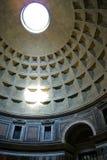 Ο ήλιος μέσα στο Pantheon στοκ εικόνες