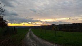 Ο ήλιος πηγαίνει κάτω Στοκ εικόνα με δικαίωμα ελεύθερης χρήσης