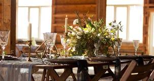 Ο ήλιος λάμπει γαμήλιος πίνακας διακοσμήσεων μεγάλα Windows Γάμος π Στοκ φωτογραφία με δικαίωμα ελεύθερης χρήσης