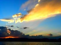 Ο ήλιος αύξησης στοκ φωτογραφίες με δικαίωμα ελεύθερης χρήσης