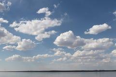 Ο ήλιος μέσω των σύννεφων Στοκ Εικόνες