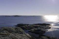 Ο ήλιος πηγαίνει κάτω στη σουηδική δυτική ακτή Στοκ Εικόνα