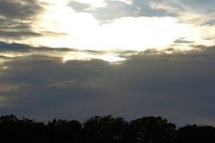 Ο ήλιος σπάζει bhrough τα σύννεφα Στοκ φωτογραφίες με δικαίωμα ελεύθερης χρήσης