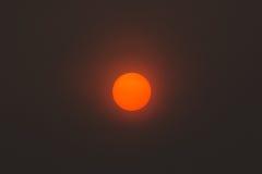 Ο ήλιος στο κέντρο της εικόνας στοκ εικόνα με δικαίωμα ελεύθερης χρήσης