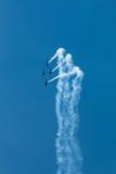 Ο αέρας παρουσιάζει σχηματισμό αεροπλάνων - ίχνη στον ουρανό Στοκ Εικόνες