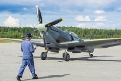 Ο αέρας παρουσιάζει spitfire στο MK XVI πέταγμα αεροπλάνων Στοκ φωτογραφίες με δικαίωμα ελεύθερης χρήσης