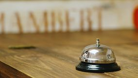 Ο αγοραστής στις απεργίες καταστημάτων σε μια κλήση γραφείων φιλμ μικρού μήκους