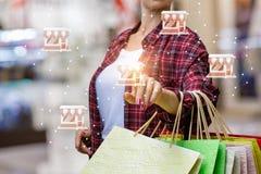 Ο αγοραστής χτυπά στο εικονίδιο καταστημάτων στοκ φωτογραφία