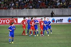 Ο αγώνας ποδοσφαίρου μεταξύ της Ταϊλάνδης και της Φινλανδίας στο 42$ο φλυτζάνι του βασιλιά Στοκ Φωτογραφία