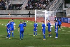 Ο αγώνας ποδοσφαίρου μεταξύ της Ταϊλάνδης και της Φινλανδίας στο 42$ο φλυτζάνι του βασιλιά Στοκ φωτογραφία με δικαίωμα ελεύθερης χρήσης
