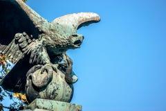 Ο αετός και το φίδι Στοκ Εικόνες