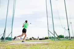 Ο αθλητής που εκτελεί ένα σφυρί ρίχνει Στοκ εικόνα με δικαίωμα ελεύθερης χρήσης